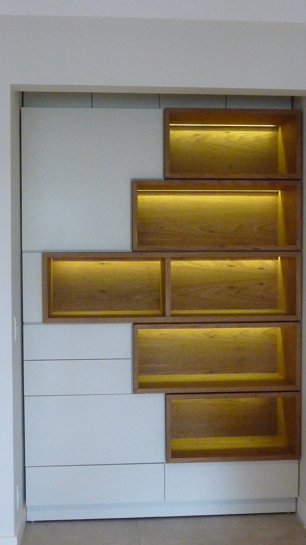 Estante Laca AC e nichos em madeira.JPG