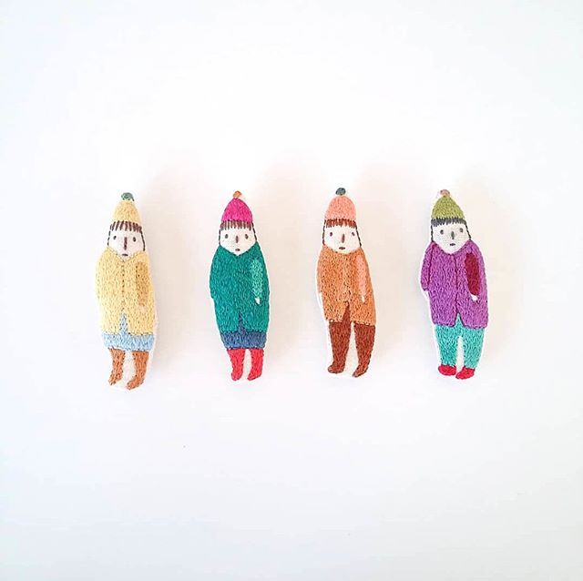 """Small dolls by @mirtlemakes. Mirtle is a self-taught artist who has spent a lot of time working on small sketches, until one day their little characters evolved into hand-sewn dolls.⠀⠀⠀⠀⠀⠀⠀⠀⠀ ⠀⠀⠀⠀⠀⠀⠀⠀⠀ """"I hide behind my drawings and characters most of the time but will try to write something small, because small is where it all began.. I go by the name Mirtle and have always for as long as I can remember made small things and felt most comfy there. Words I feel when I am making are 'quiet gentle softness', and I like to use comfy warm tones in my work. Most of my dolls have no gender like these little foragers all wrapped up ready for foraging. I make other companions and things too and a lot of them are with words, small thoughts I have or gestures of encouragement to get us all through the day. I like to imagine my makings finding their way in the world and believe all my little dolls who don't really belong to me at all, will go on to have great adventures and be a comfort to whoever gives them a home."""" –@mirtlemakes #makersmovement"""