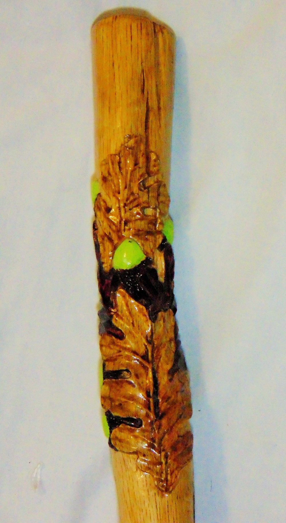 oak leaf handle detail