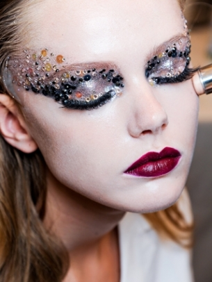 runway_inspired_halloween_makeup_ideas_2_thumb.jpg
