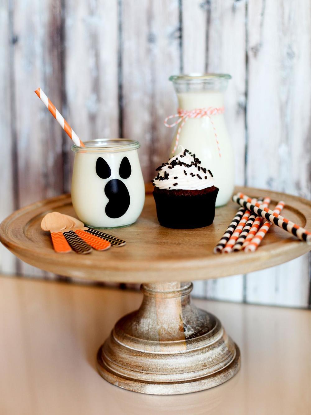 CI-Vicki-Lynn-Photography_Halloween-Cupcake_s3x4.jpg.rend.hgtvcom.1280.1707.jpg
