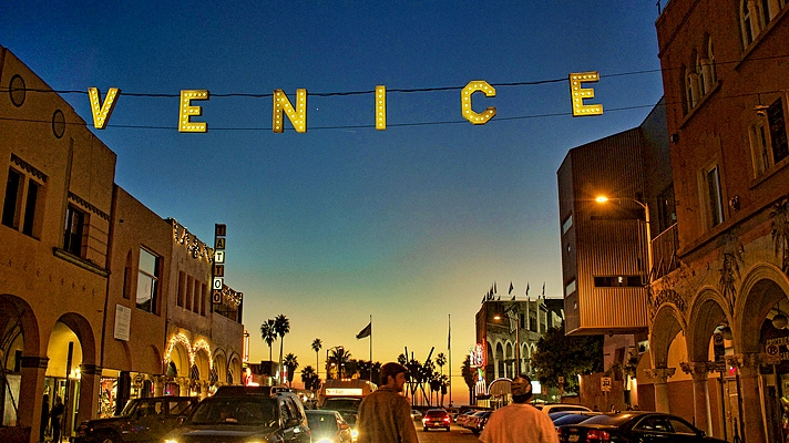 venice-beach-sign-es.jpg
