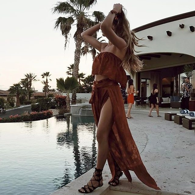 sunsets by the pool with @sivanayla in the @shopbluelife lina frill top + grace wrap skirt 💦 #planetblue