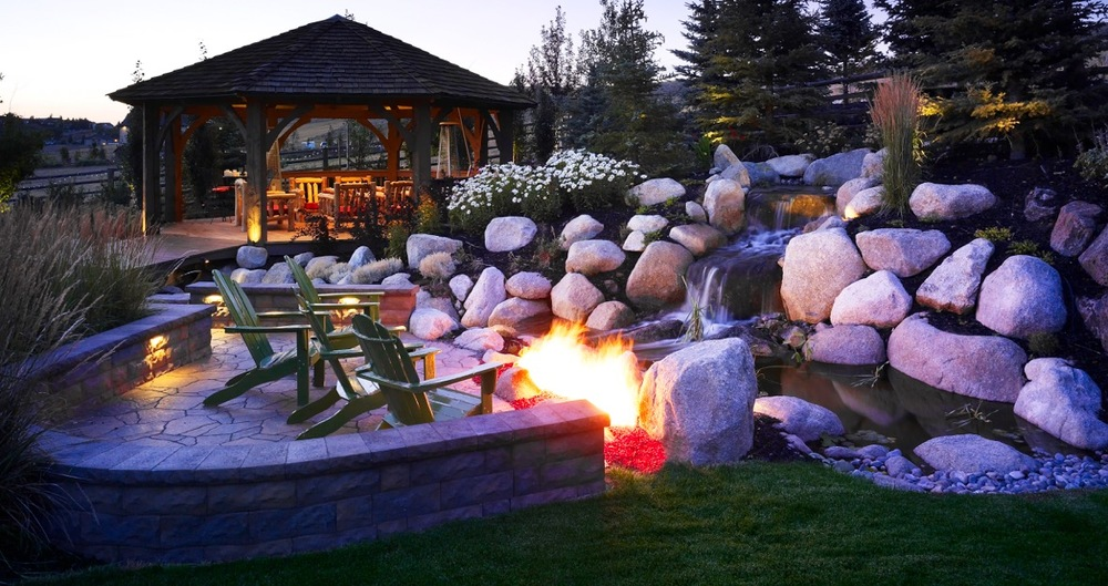 Fire and water feature by Platinum Landscape & Pools.