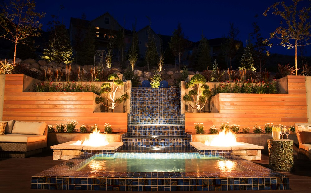 Water feature with fire pits by Platinum Landscape & Pools.