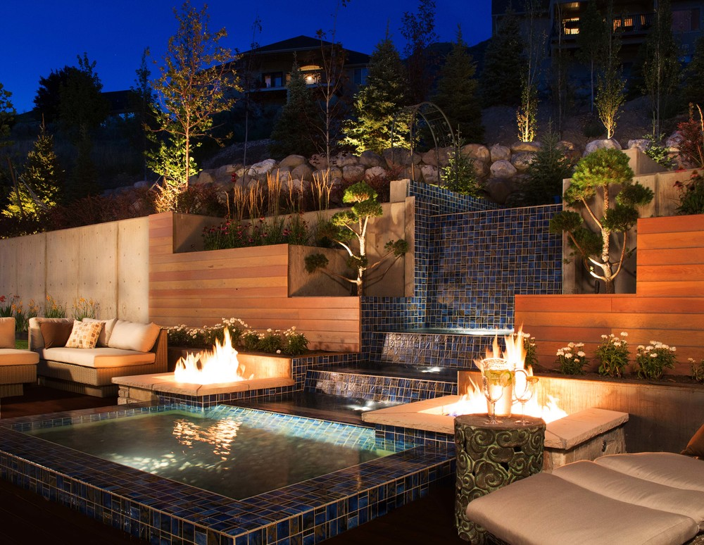 Utah water feature with fire pits by Platinum Landscape & Pools.