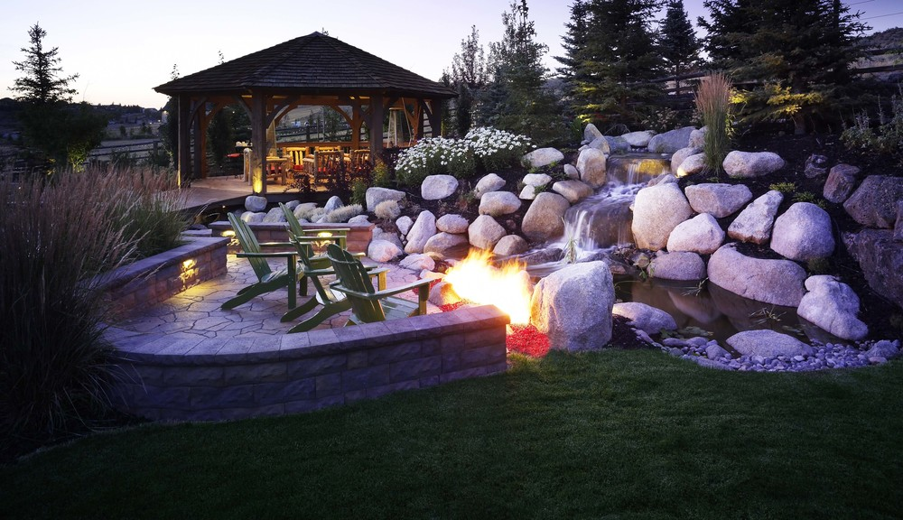 Water feature and fire pit by Platinum Landscape & Pools.