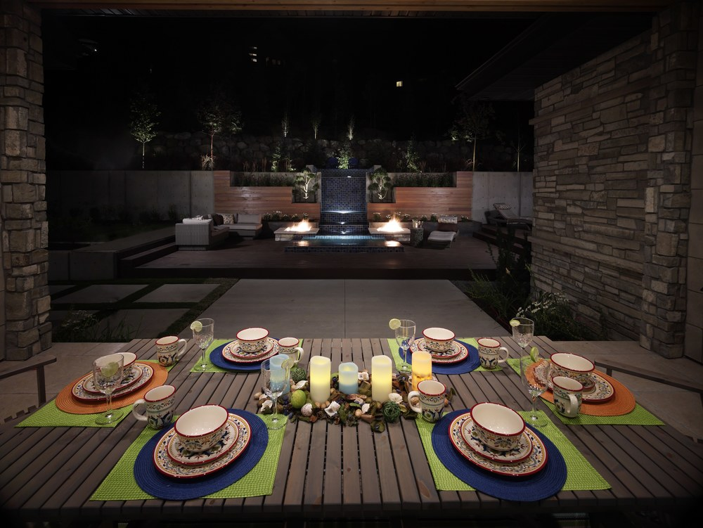 Outdoor dining area by Platinum Landscape & Pools.