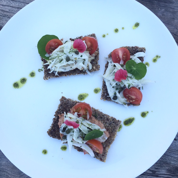 Flatbread with hummus, tomatoes, fennel salad and mint.