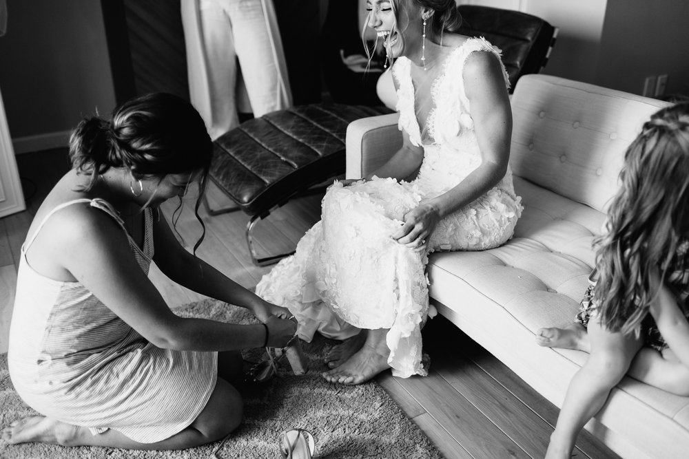 connecticut-summer-lake-wedding-emily-kirke-photography-upstyle (18 of 181).jpg
