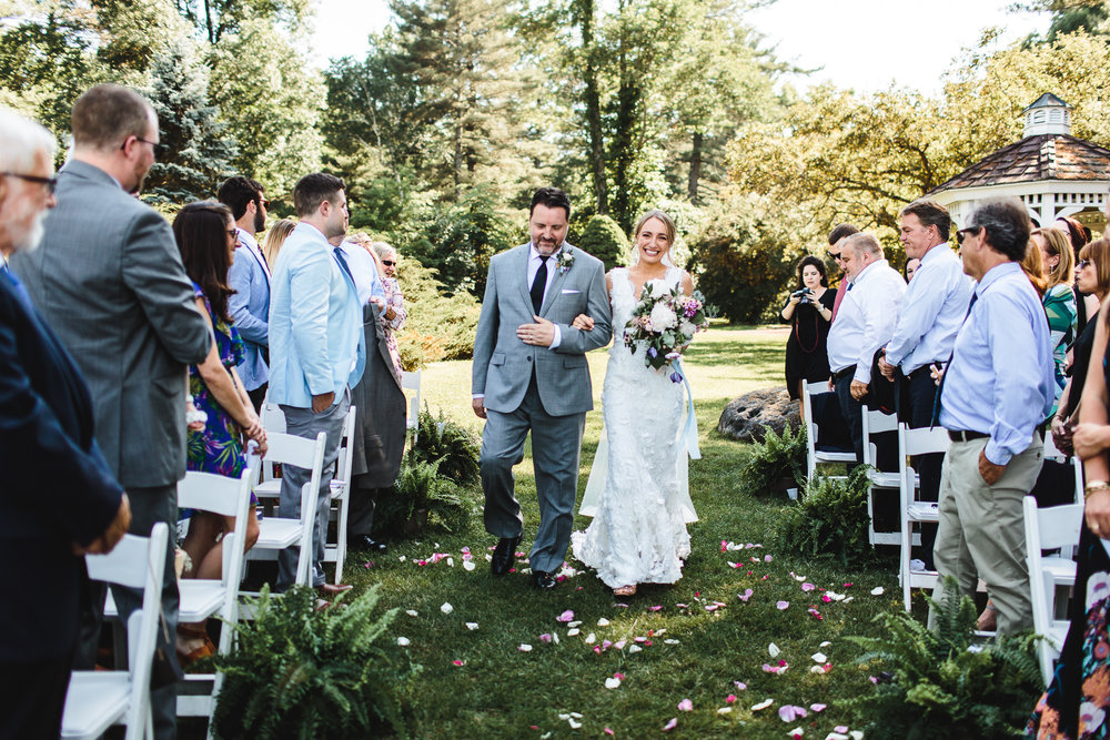 connecticut-summer-lake-wedding-emily-kirke-photography-upstyle (87 of 181).jpg