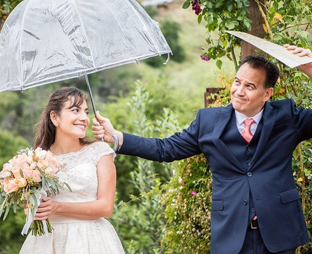 Even when it's raining ☔️ we've got you covered #ridgeweddings