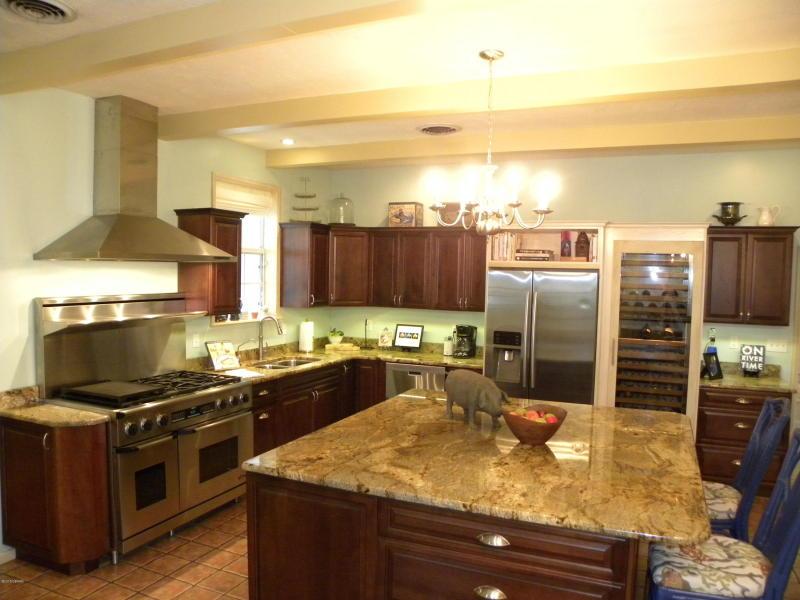 2411 Kitchen.jpg