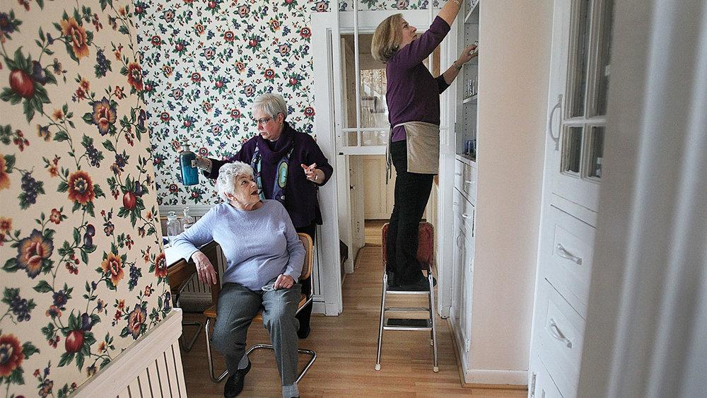 retired-seniors-guide-to-downsizing.jpg