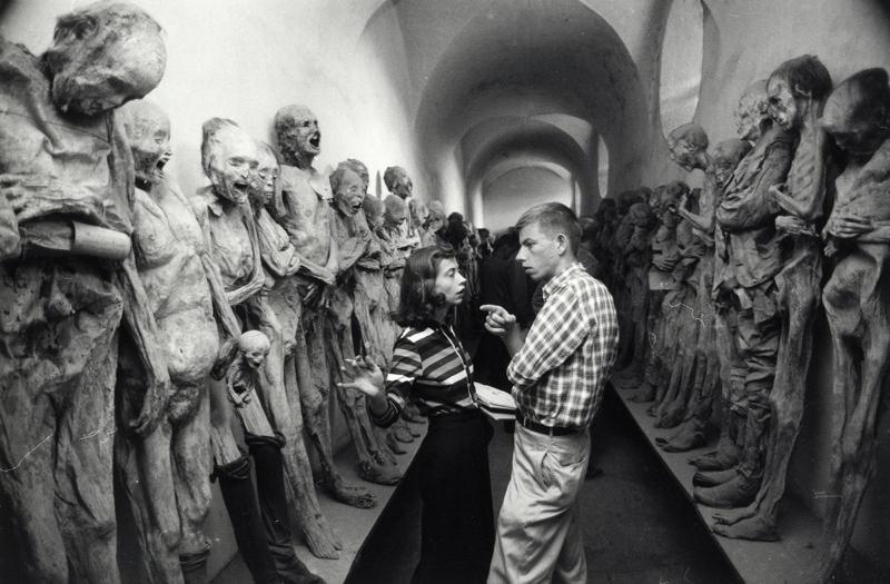 the-night-picture-collector :     Eliott Erwitt, Guanajuato, Mexico, 1957