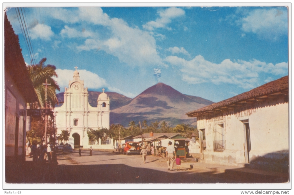 izotecipotx :     1958 postcard of Izalco, El Salvador and it's volcano having a small eruption.