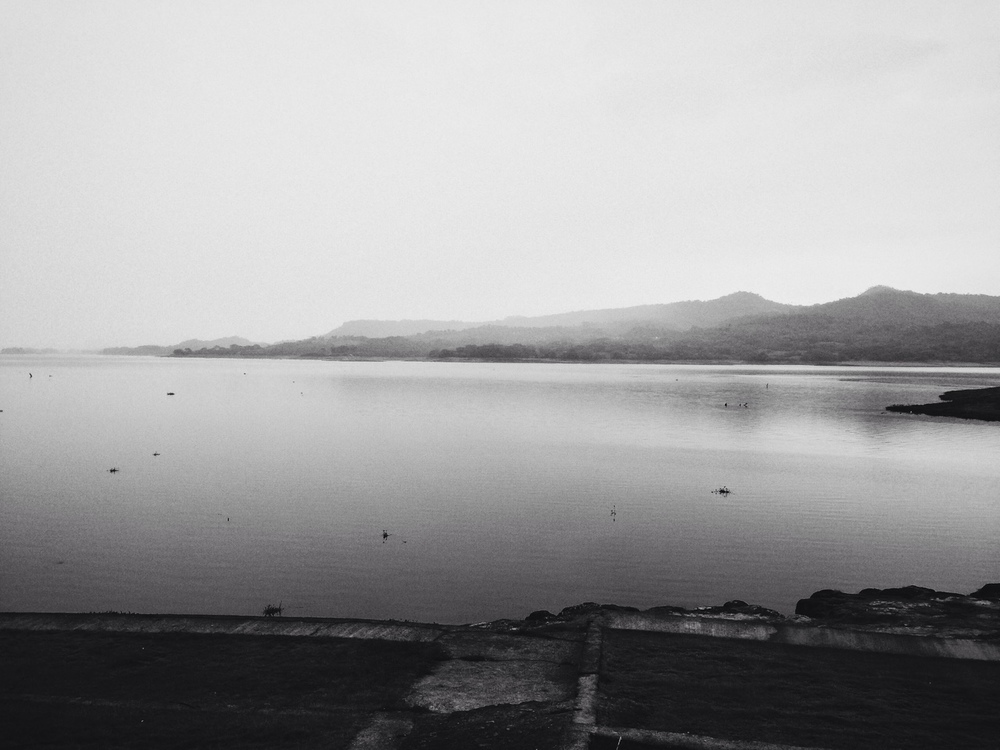 Dicen que hay un pueblo entero en la profundidad del Lago Suchitlán, adónde el Río Lempa se rió de los quien se quedaron.   They say there is an entire village in the depths of Lake Suchitlán, where the Lempa River laughed at those who stayed behind.