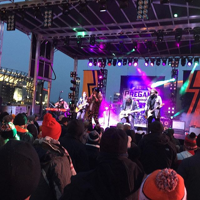 @theglorioussons killed it at the outdoor game in philly
