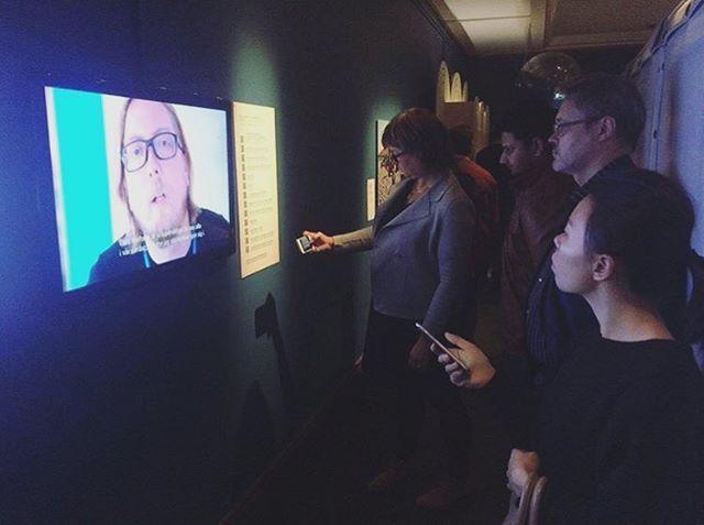 Idag öppnar @tekniskamuseet sin utställning om mobilens roll för människor på flykt där vi finns med på ett hörn med en liten film. Så passa på att sväng förbi och ta del av utställningen!  Stort tack till alla våra samarbetspartners, volontärer samt till alla privatpersoner som bidragit till vårt arbete samt till denna film! ❤️