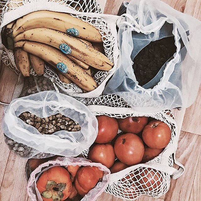 New year, new you? Shop mindfully in 2018 🍎🍇🥑 Plastic-free groceries goes a long way to help protect marine life and preserve our oceans 🐬🐠🐳 📷 @christina_endless #WearYourImpact #ChooseYourImpact