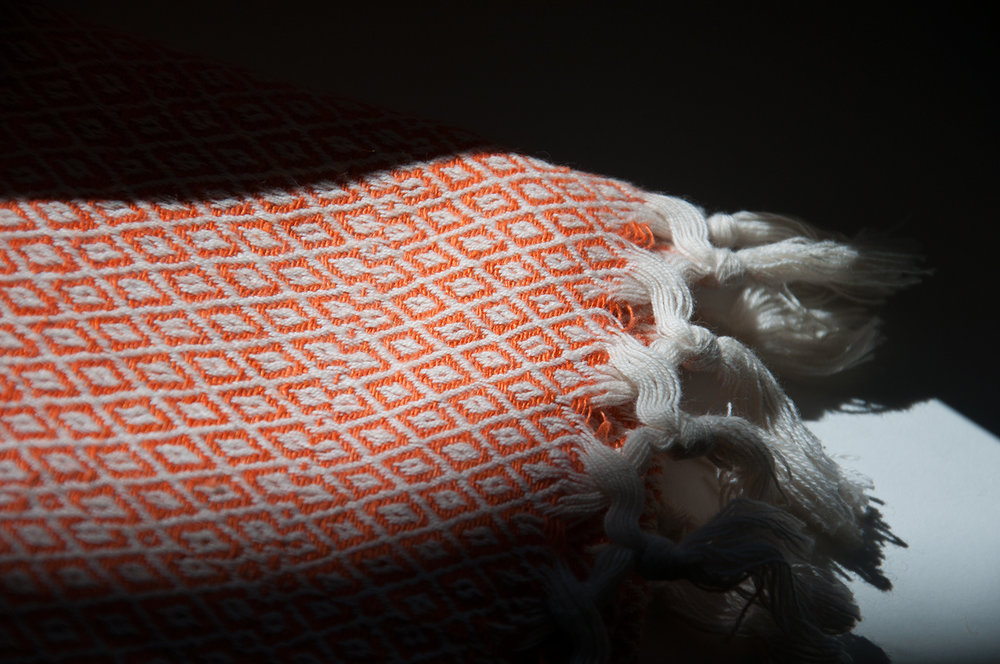 Kopie von orange gemusteter handgewebter Stoff