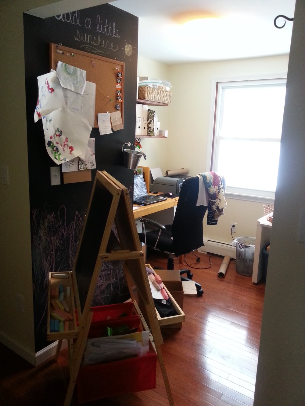 (photo: Designs by JJK) An easel and a chalk wall for kid sized fun close to mommy!
