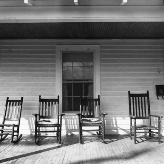 11df9fbc5bfd8a444ba04f88c24493de--rocking-chairs-front-porches.jpg