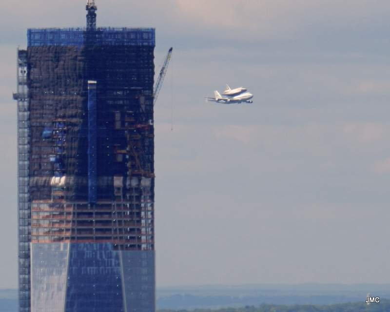 Space Shuttle NYC Fly-Over (Apr 2012) 02.JPG
