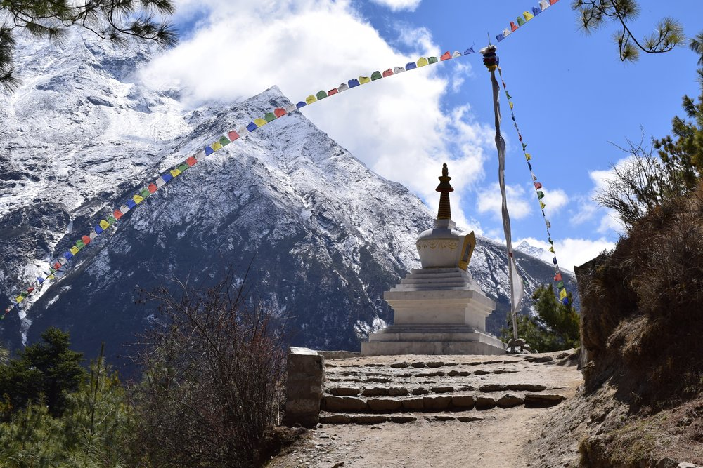 Stupa on the way to Namche