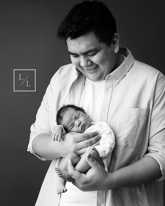 He may be a young Father but you can already tell he's going to be a GREAT one - I didn't ask him to smile - this is just how he looks at his little girl!⠀ ⠀ .⠀ .⠀ .⠀ ⠀ #seattlebaby #seattlebabyphotography #pixel_kids #momtogs #camera_mama #seattlelifestylephotographer #seattlelifestylephotography #seattlephotographer #newbornphotography #seattlenewbornphotographer #seattlenewbornphotography #lightinspired #inbeautyandchaos #dearphotographer #momswithcameras #thebloomforum #illuminatechildhood #lifestylephotography #thatsdarling #thelifestylecollective #canon_photos #ourcandidlife #featurememozi #shamoftheperfect #everettnewbornphotography #everettnewbornphotographer #everettphotographer #everettstudio #snohomishnewborn⠀