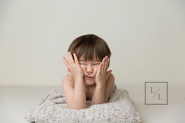 This kid is the cutest - and for being 2 years old (well almost 3) he did an amazing job during his portrait session.  Some may think this is just an outtake but I love anything that shows their personality! ⠀ ⠀ .⠀ .⠀ .⠀ ⠀ #letthekids #pixel_kids #momtogs #camera_mama #seattlelifestylephotographer #seattlelifestylephotography #lightinspired #inbeautyandchaos #dearphotographer #momswithcameras #thebloomforum #illuminatechildhood #thatsdarling #canon_photos #ourcandidlife #featurememozi  #seattlephotographer #everettstudiophotographer #familyphotography #seattlefamilyphotography #seattlefamilyphotographer #seattlefamily #everettfamilyphotographer #snohomishfamilyphotographer #pnwphotographer #childrensphotographer #boyhood #littleandbrave #seattlephotography #seattlephotographystudio