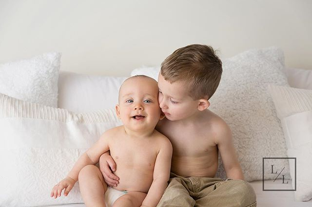 Siblings are always welcome during newborn and baby sessions - as a Mother I know how important those sibling pictures are!⠀ ⠀ .⠀ .⠀ .⠀ ⠀ #seattlebaby #seattlebabyphotography #seattlebabyphotographer #pixel_kids #momtogs #camera_mama #seattlephotographer #lightinspired #inbeautyandchaos #dearphotographer #momswithcameras #documentyourdays #seattlemom #illuminatechildhood #studiophotography #thatsdarling #thelifestylecollective #canon_photos #featurememozi #everettbabyphotographer #everettbabyphotography #babyphotographyseattle #seattlemilestonesession #everettstudiophotography #everettfamilyphotography #everettfamilyphotographer #pnw #everett #seattlefamilyphotography #seattlefamily