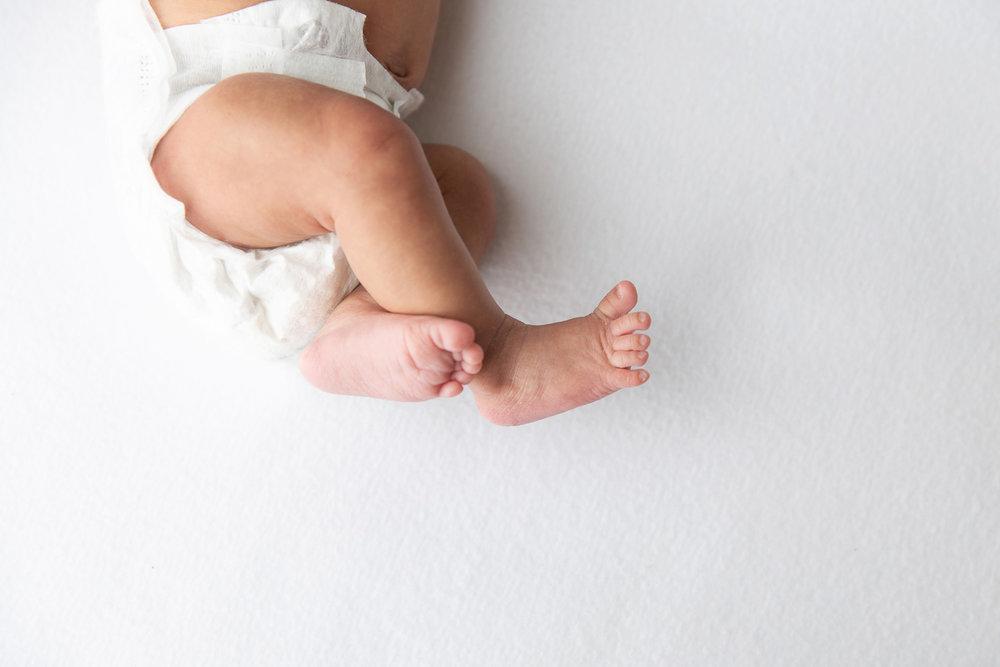 Newborn MIni Session-6.jpg