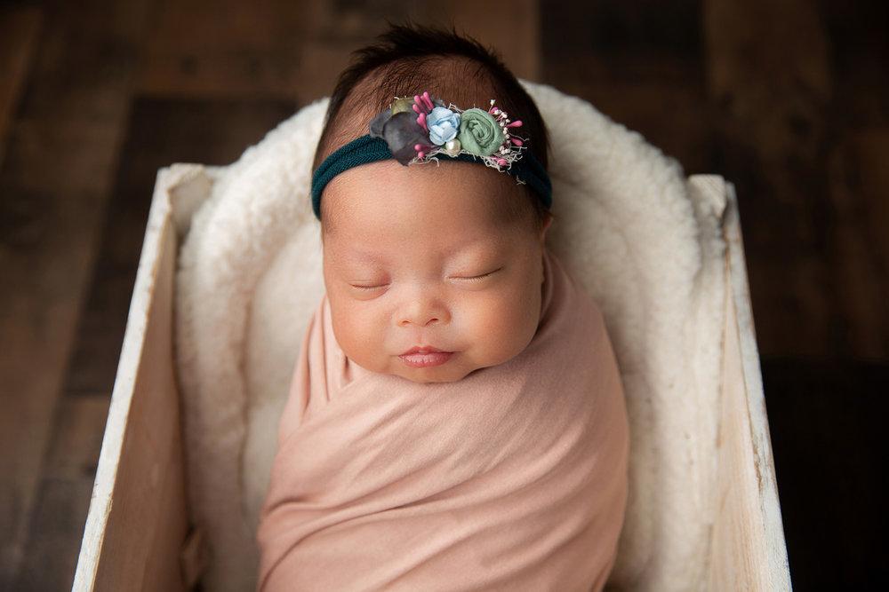 Newborn MIni Session-10.jpg