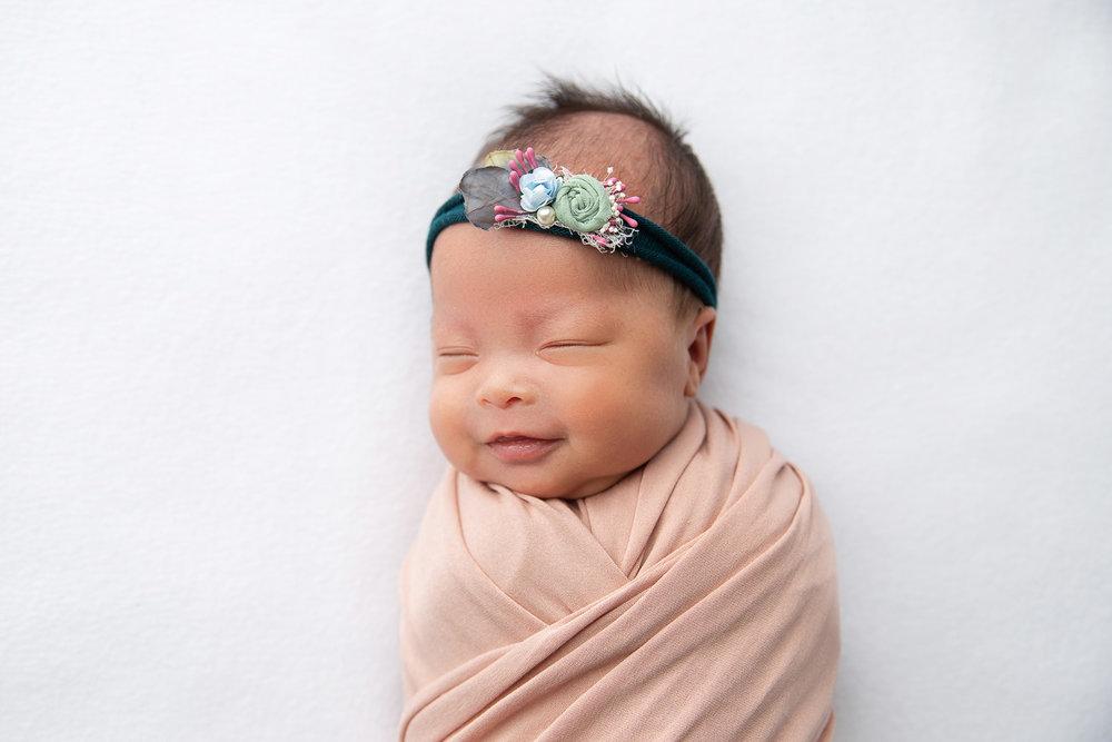 Newborn MIni Session-11.jpg
