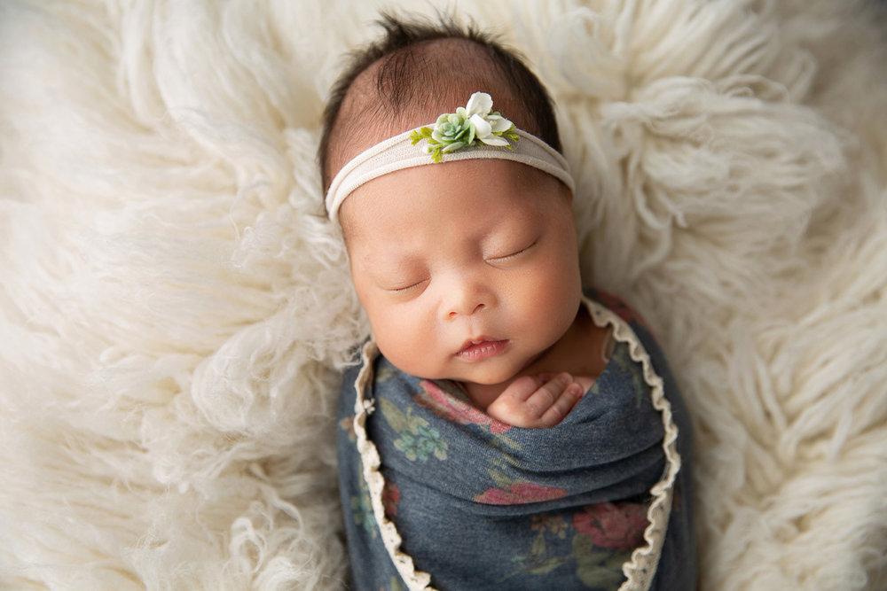 Newborn MIni Session-19.jpg