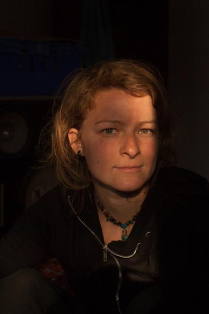 Hi! Ich bin Nina Weymann-Schulz, Fotografin und Reisende. Ich finde diese Welt sehr schön und komplex, deswegen mag ich Fotografie und in Frage stellen. Studiert habe ich Fotojournalismus in Hannover und Advanced Visual Storytelling in Aarhus, Dänemark. Ich freue mich darauf, dich kennen zulernen!