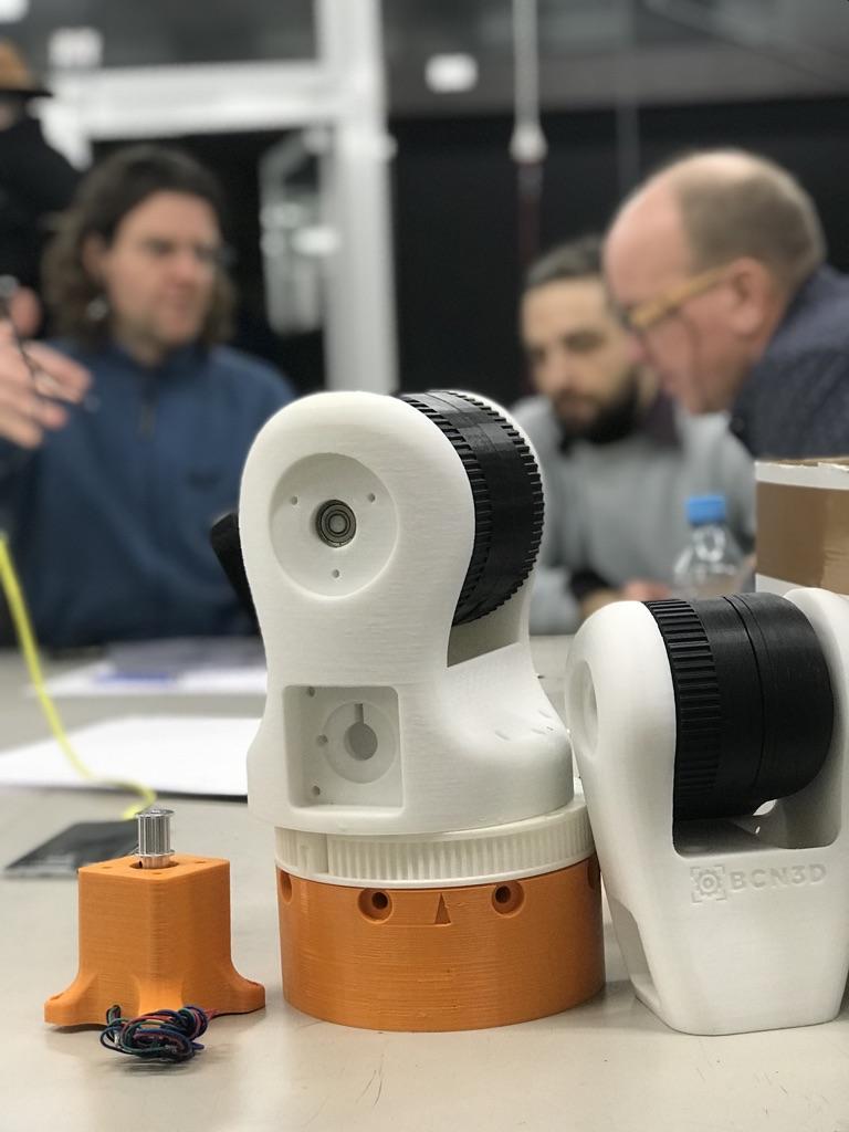 Franz hatte den Maker Roboterarm »moveo« mitgebracht
