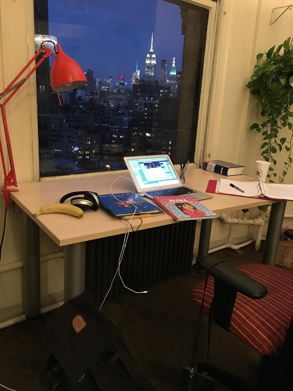Så här ser det ut där jag sitter och jobbar för det mesta. Känner du igen tornet i fönstret och kanske någon av böckerna på bordet?