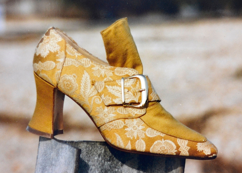 GOLD-COURT-SHOE-MS-1984.jpg