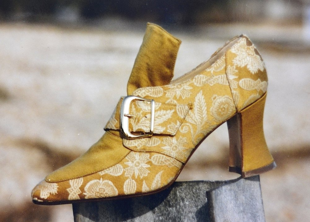 GOLD COURT SHOE MS 1984.JPG
