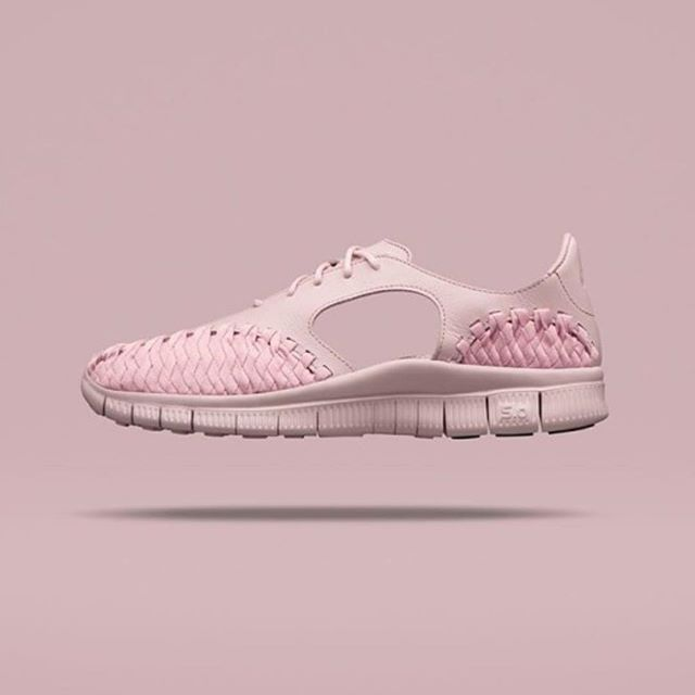 On my wish list 😻 Ho Ho Ho 🌲👉🏻😇🙏🏻 Would so much suit my phone 😄 #idied #love #exercise #fit #fitspo #fitness #fitgirl #pink #nike #shoes #inlove #beautiful #omg #iwantyou #sexy #life #sport #sports #sportwear #womensfashion #crush #fashion #fashionstyle #fashionblogger #problems