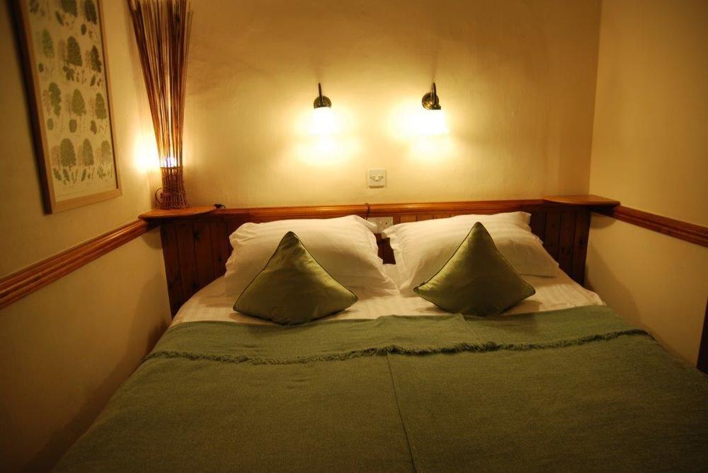 Room 3  as kingsize bed.jpg