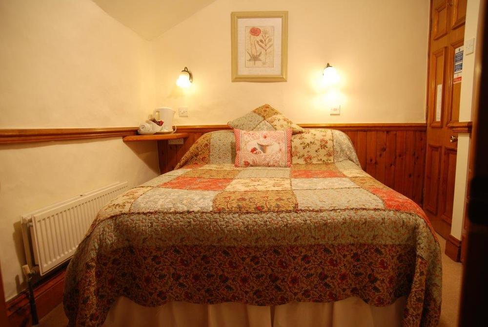 Room 5 small double.jpg