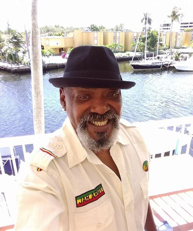 Jah Rastafari ✊🏾🇯🇲 #TomasDiaz  #tomasdiazmusic #rastafari #rasta #reggae #palmtrees #beach #ocean #water #miami #miamibeach #selfie #smile #palms #yacht #boat #intercoastal #fresh