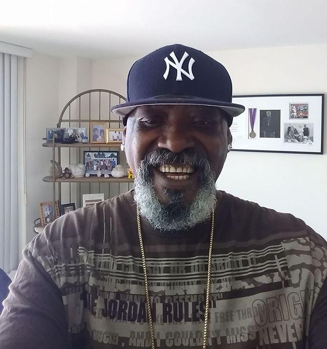Bendiciones para todos mis familiares y amigos #TomasDiaz  #tomasdiazmusic #blessings #rastafari #rasta #reggae #musica #selfie #smile #blessed #ny #yankees #goodvibes