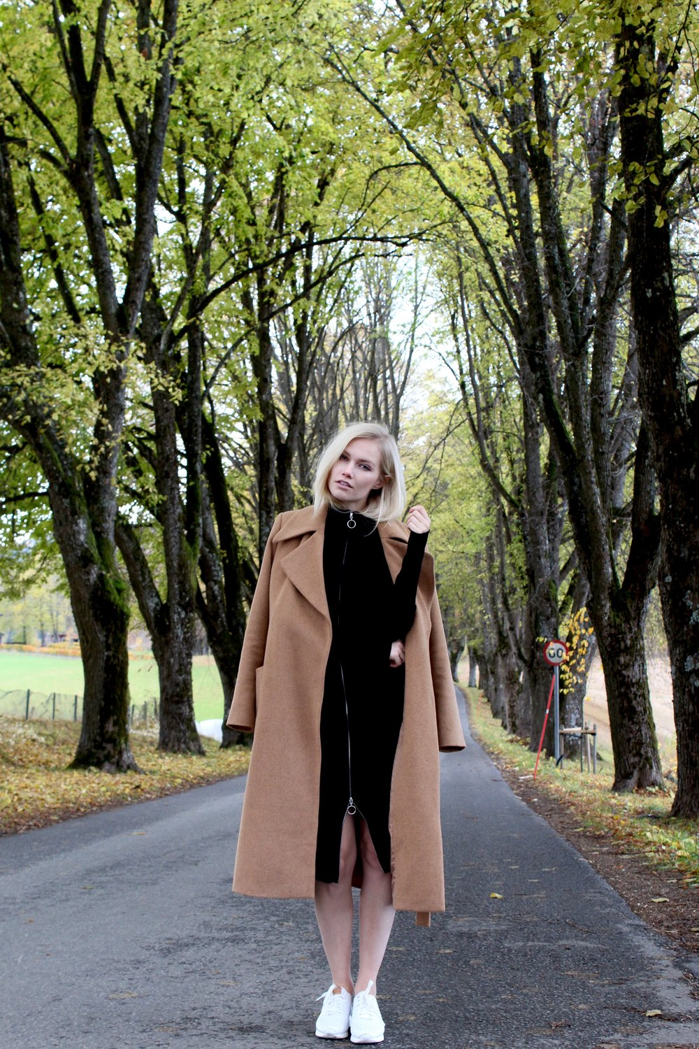 This camel coat is made by a recycled wool-mixture.  Kjøp hos Vero Moda for 1199 Kr.   Dress is made with organic cotton, and can also be used as a long cardigan.  Kjøp hos Vero Moda for 599 Kr.