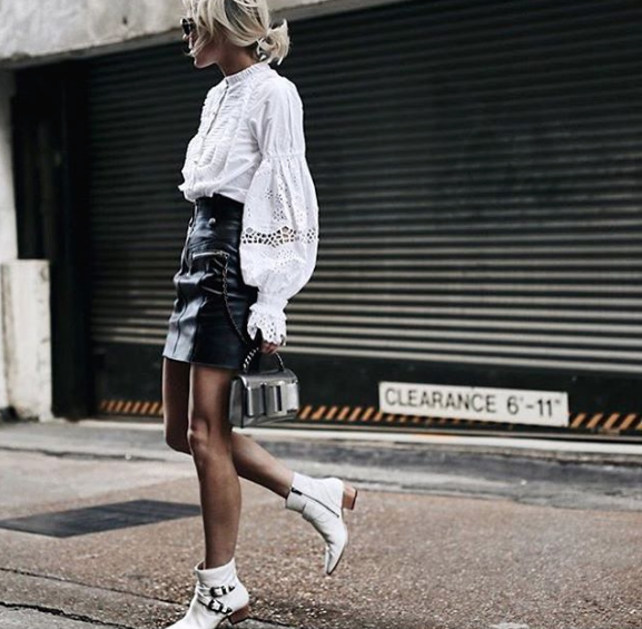 The white shirt is back with a vengeance this summer!  Photo: #inspo @fionafaganstylist