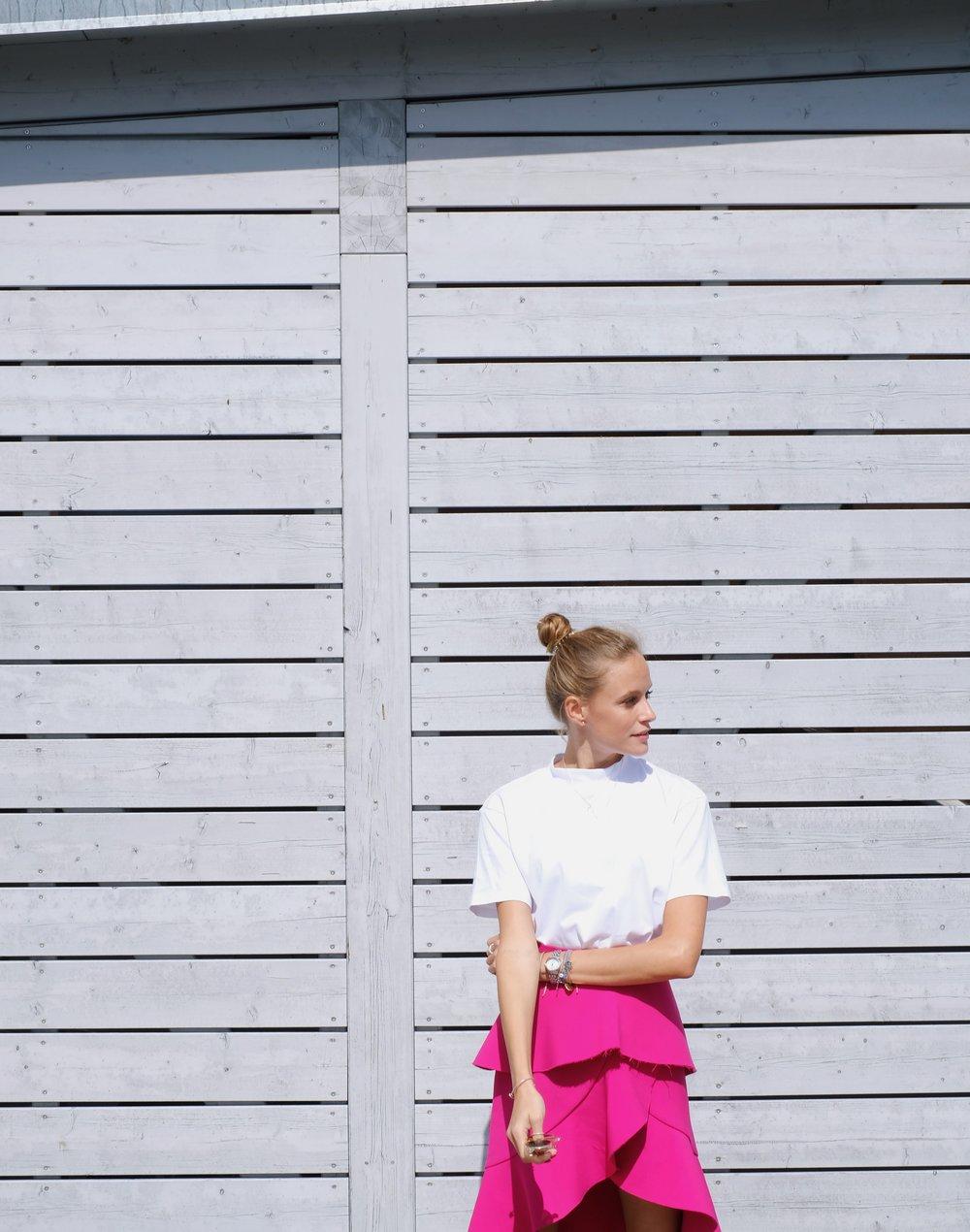 Zara pink skirt    -    white T-Shirt by Uniqlo
