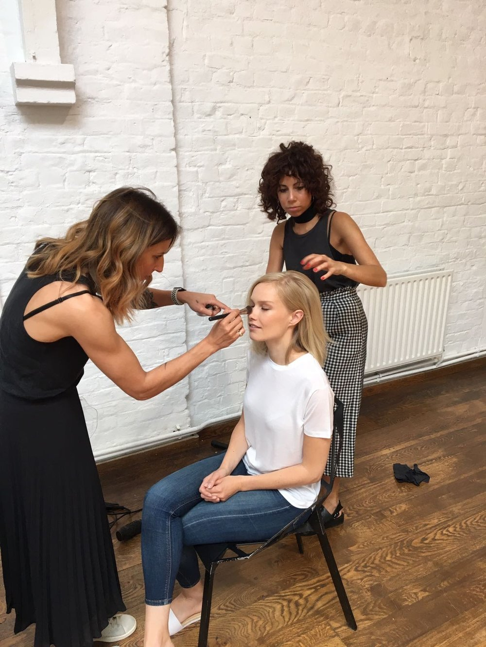 Siobhan and makeupartist Mel Kyle  @makeupmel  getting Sara ready for her singles shot :)